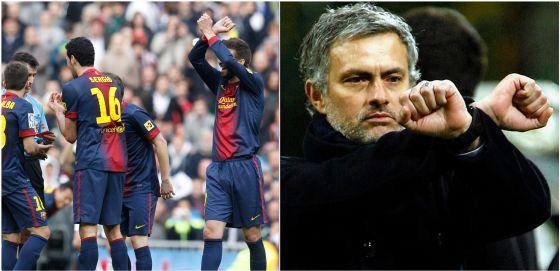 Mourinho y Piqué hacen el gesto de esposados.