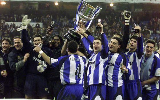 El Deportivo celebra el título de Copa, tras ganar al Madrid.