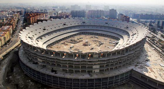 Las obras paralizadas del nuevo estadio del Valencia.