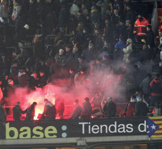 Bengala en las gradas del Camp Nou durante la semifinal de la Copa del Rey ante el Madrid