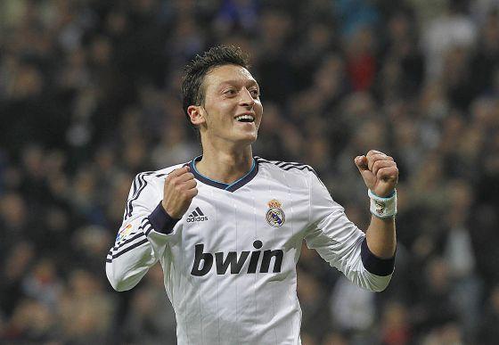 Özil celebra un gol del Madrid