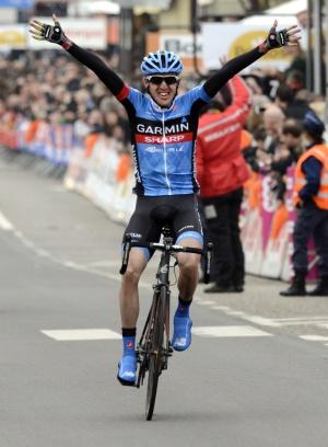 Martin cruza vencedor la línea de meta.