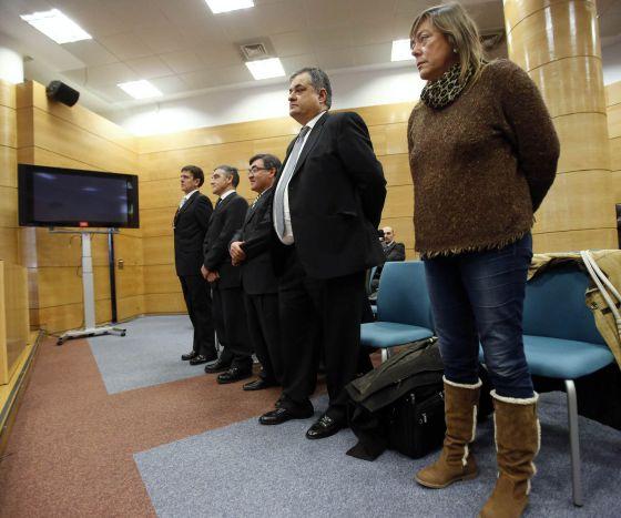 Eufemiano Fuentes, primero por la izquierda, y el resto de acusados en el juicio de la Operación Puerto.
