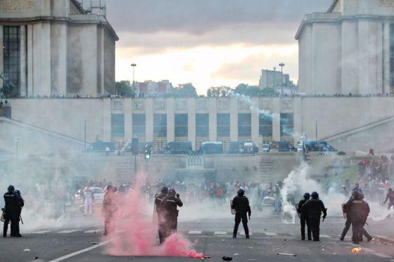 La batalla campal de París avergüenza a Francia