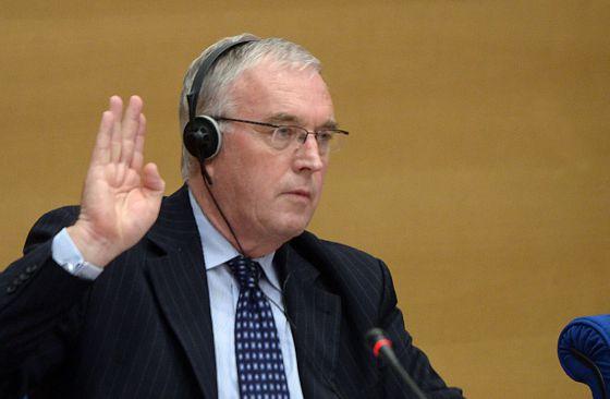 Pat McQuaid presta declaración ante la comisión del Senado francés