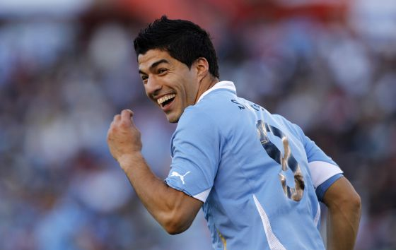 Luis Suarez on Uruguay radio: Liverpool know what I want, flattered by Arsenal & Chelsea interest