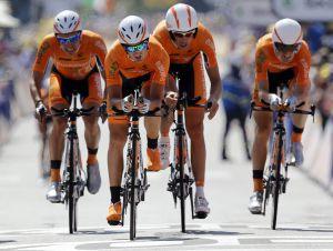 Los ciclistas del Euskaltel Euskadi finalizan la cuarta etapa del Tour.