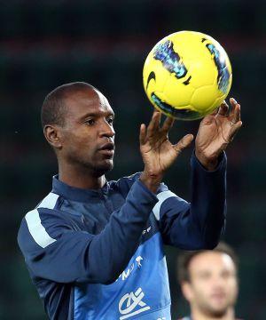 Abidal, ayer en un entrenamiento con Francia.