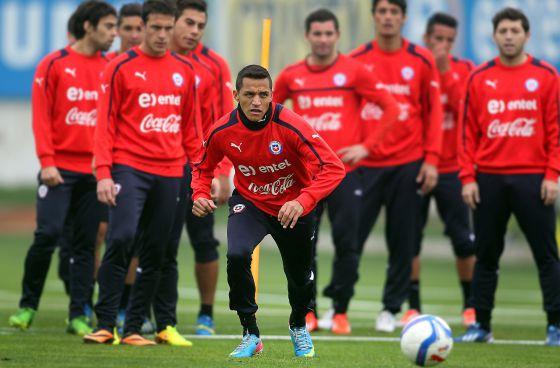 Alexis, en una entrenamiento con la selección chilena.