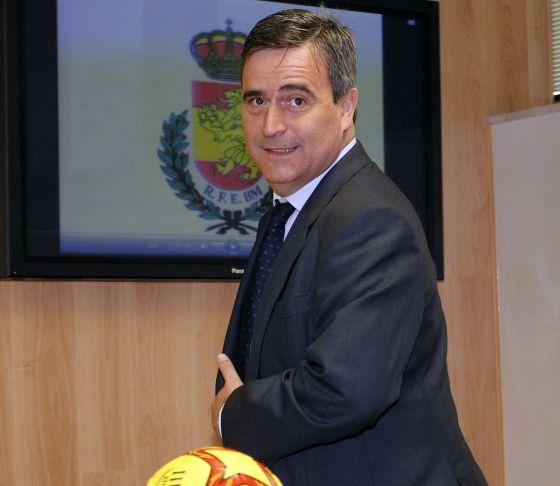 El secretario de Estado para el Deporte, Miguel Cardenal, en la presentación del nuevo patrocinador del balonmano.rn
