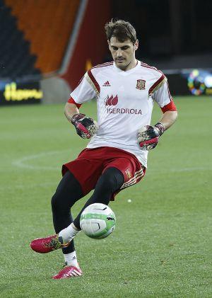 Iker Casillas, ayer, durante el entrenamiento en el Soccer City.