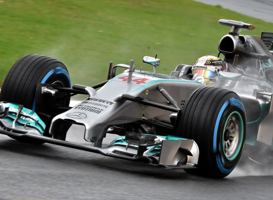Hamilton logra la primera pole; Alonso, quinto