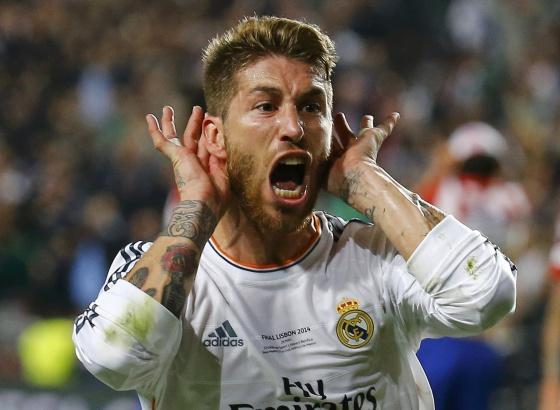 Sergio Ramos celebra su gol en el estadio Da Luz.