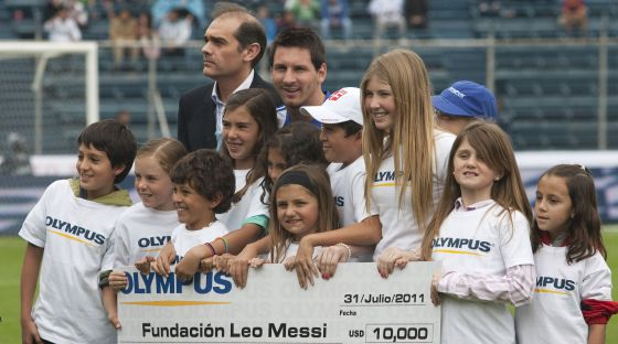 Barcelona & Argentinas Lionel Messi embroiled in fresh charity money laundering investigation [El Pais]