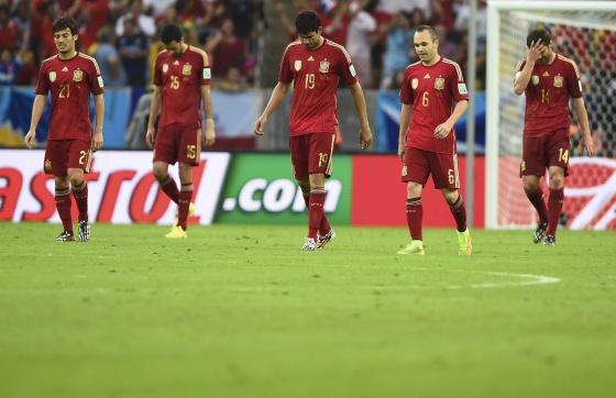 Silva, Busquets, Costa, Iniesta y Alonso, tras encajar un gol.