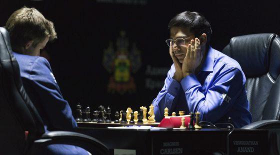 Carlsen y Anand en la partida de este viernes.