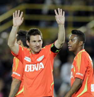 Messi, with Robinho, during a charity match.