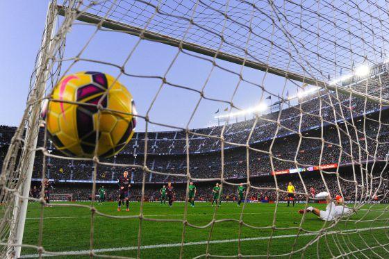 Gol de Messi en el Barcelona- Levante del domingo pasado en el Camp Nou.