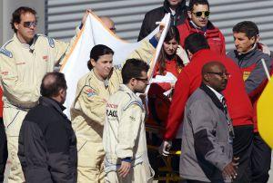Fernando Alonso, trasladado al hospital en camilla