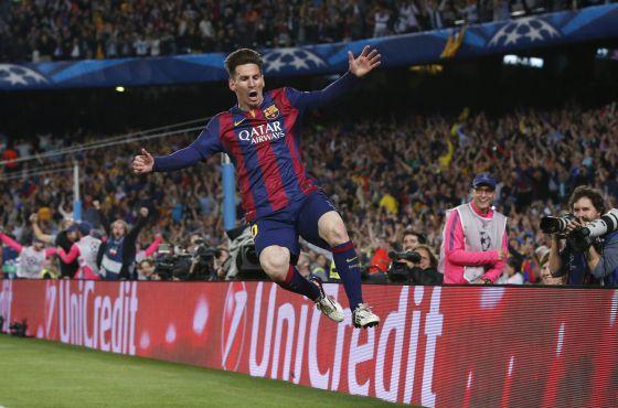 Messi salta para celebrar uno de sus dos goles