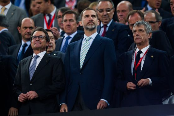 Monumental pitada al himno de España en el Camp Nou
