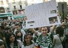 Miles de personas protestan contra el descenso del Elche