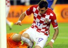 Mandzukic ilusiona a Croacia pero Italia empata