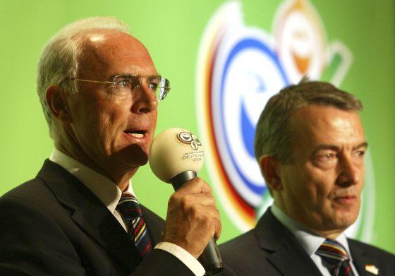 Franz Beckenbauer y Wolfgang Niersbach en 2005.