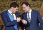 Rajoy entrega a Casillas la medalla al Mérito Deportivo