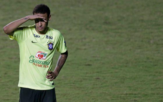 Neymar en un entrenamiento con la selección brasileña