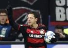 Chicharito anota en la eliminación del Leverkusen de la Champions