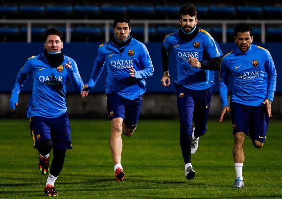 Messi, Suárez, Piqué y Alves, entrenando en Japón.