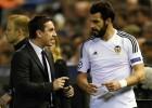 Neville le da un Ipad a cada jugador del Valencia para hacerse entender