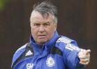Guus Hiddink entrenará al Chelsea lo que queda de curso