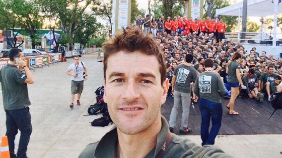Coma, junto a los componentes de la organización del Dakar en Buenos Aires