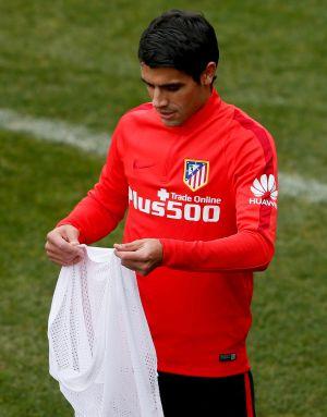 Augusto Fernández, en un entrenamiento con el Atlético.