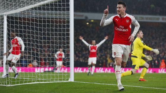 Koscielny celebra el gol del Arsenal.