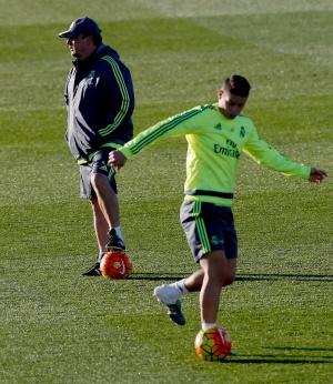 Benítez y James, durante un entrenamiento del Real Madrid.