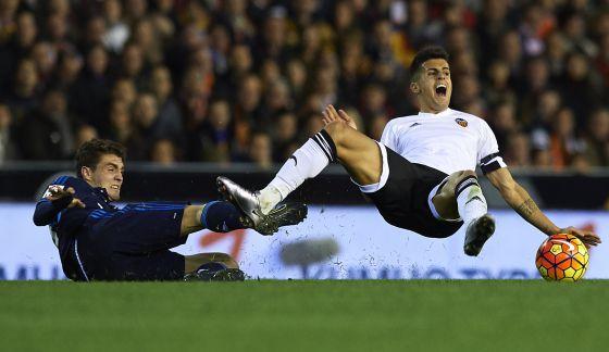 Kovacic zancadillea a Cancelo en el Valencia Real Madrid