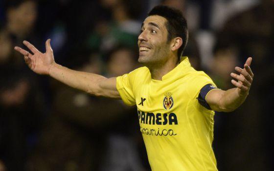Bruno celebra el gol de penalti que le dio la victoria al Villarreal en Riazor.