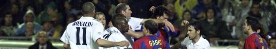 Ronaldo, Mendieta, Makelele, Zidane, Gabri, Motta y Xavi, durante la tangana.