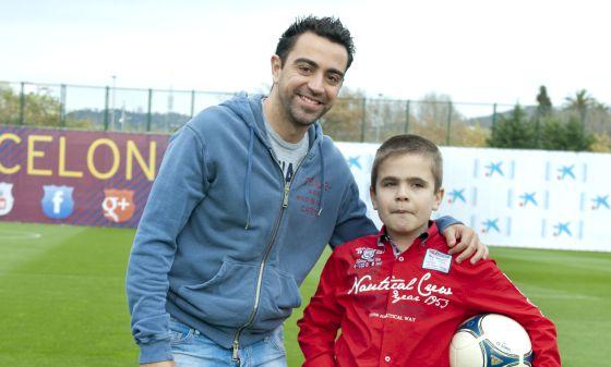 Xavi junto a Pol, un niño que pacede la enfermedad de Sanfilippo.