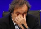 Platini se rinde y renuncia a la FIFA