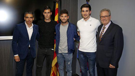 Sergi Guardiola (segundo por la izquierda), el día de su fichaje por el Barça.