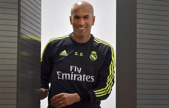La sonrisa de Zidane en su primera rueda de prensa en Valdebebas.