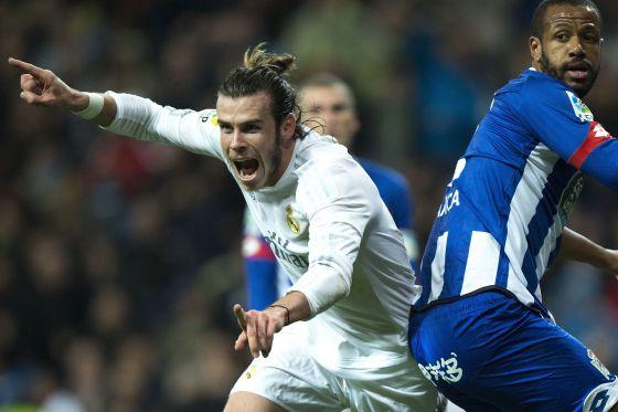Bale celebra uno de sus goles.