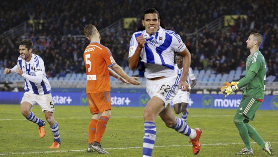 Jonathas celebra uno de sus goles