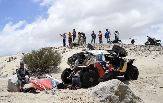 Carlos Sainz, tras la avería de su coche.