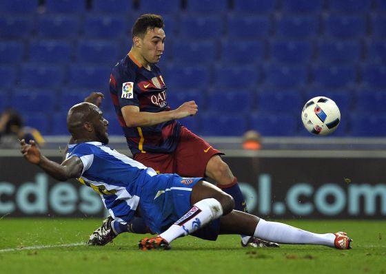 Munir, en el remate del gol, ante Ciani.