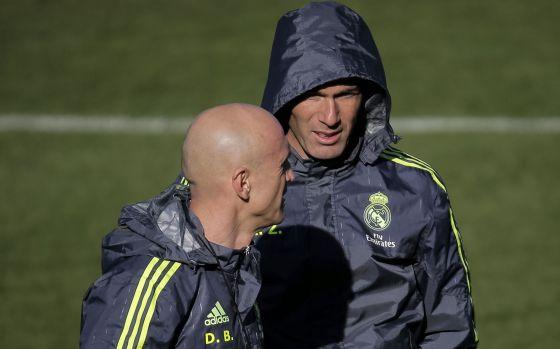 Bettoni y Zidane en el entrenamiento de este viernes.